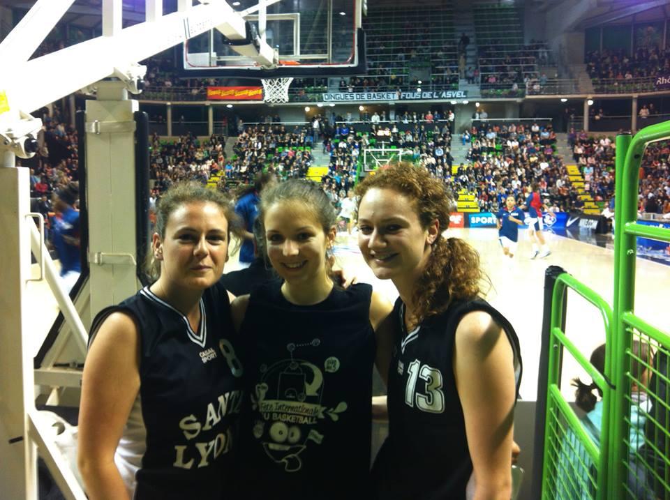 Suite au tournoi 3 contre 3 organisé par l'AS LYON 1 le 2 mai 2013, les finalistes ont réalisé une démonstration lors de la rencontre internationale France-Lituanie, à l'Astroballe.